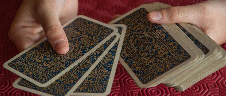 Zwaarden uitleg (14 tarotkaarten) + dagkaart trekken