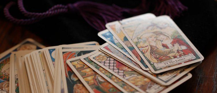Kelken uitleg (14 tarotkaarten) + dagkaart trekken
