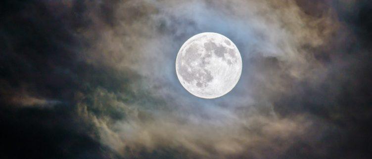 Wat is de spirituele betekenis van de volle maan?
